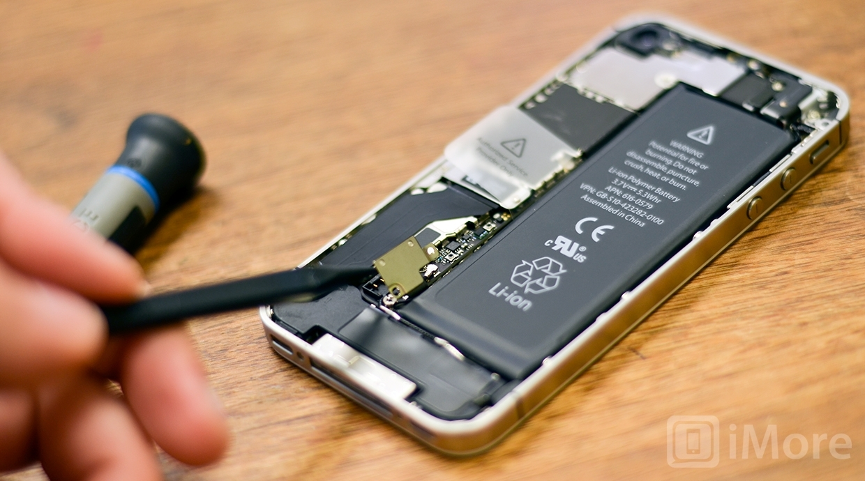 Removing battery clips in iPhone 4S