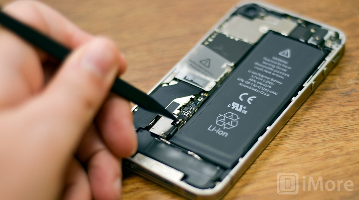 Removing screws in iPhone 4S