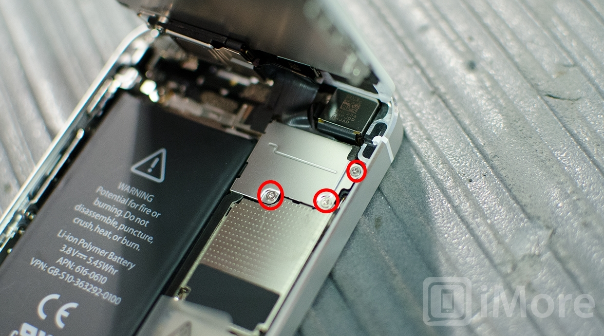 removing screws in iPhone 5