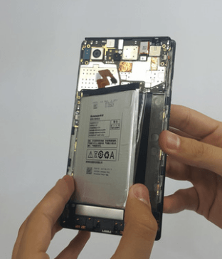 Removing the battery from the phone